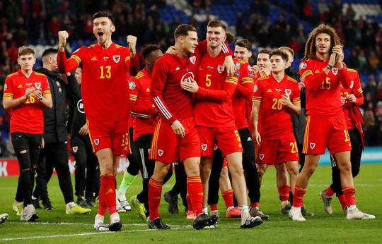 Xứ Wales ngược dòng ngoạn mục, giành suất vé cuối dự Euro - Ảnh 8.