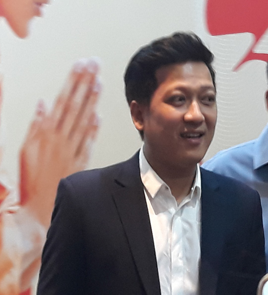 """Mạc Văn Khoa cạo đầu, Trường Giang hóa con """"mất dạy"""" trong phim Tết - Ảnh 4."""