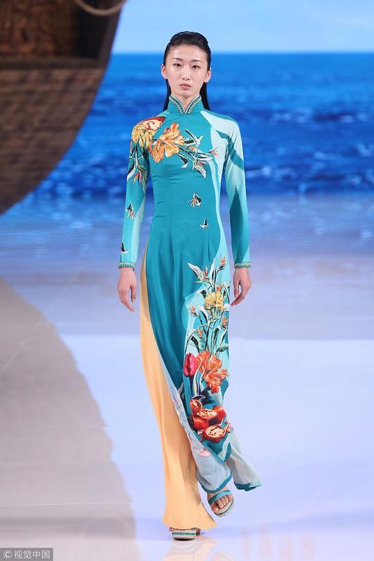 Công chúng phẫn nộ nhà thiết kế Trung Quốc nhận vơ áo dài Việt - Ảnh 2.