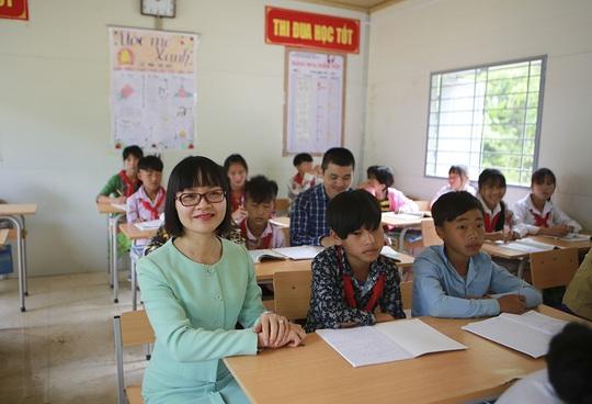 ABBANK trao tặng 4 phòng học cho học sinh bán trú tỉnh Lai Châu - Ảnh 3.