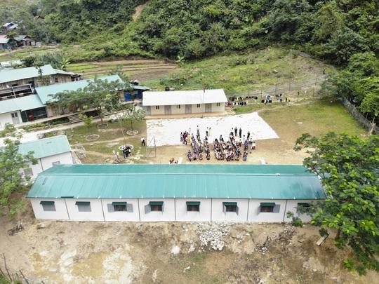 ABBANK trao tặng 4 phòng học cho học sinh bán trú tỉnh Lai Châu - Ảnh 1.