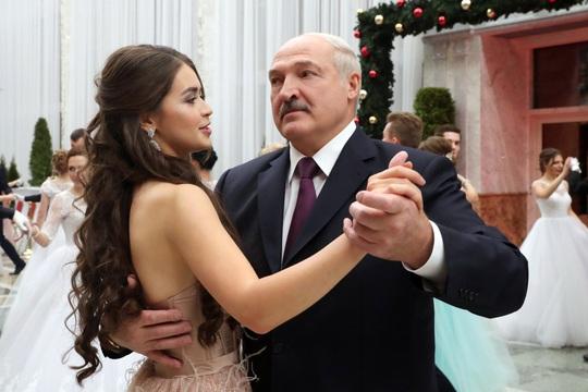 """""""Bạn gái tin đồn"""" của tổng thống Belarus trở thành nghị sĩ - Ảnh 1."""
