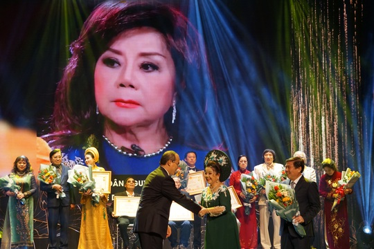 77 nghệ sĩ được TP HCM thưởng thêm trong lễ vinh danh - Ảnh 14.