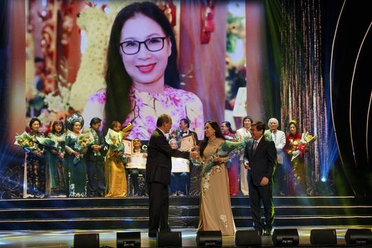77 nghệ sĩ được TP HCM thưởng thêm trong lễ vinh danh - Ảnh 19.