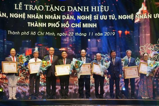 77 nghệ sĩ được TP HCM thưởng thêm trong lễ vinh danh - Ảnh 12.