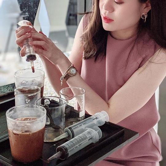 Món cà phê đựng trong ống tiêm ở Thái Lan - Ảnh 1.