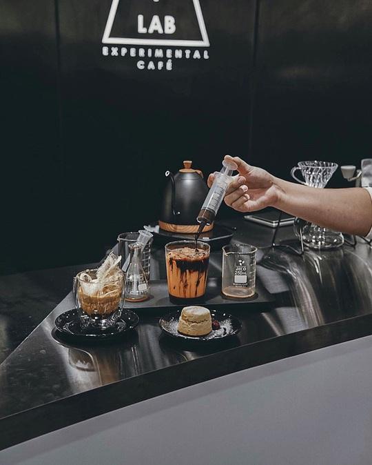 Món cà phê đựng trong ống tiêm ở Thái Lan - Ảnh 2.