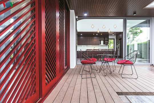 Ngôi nhà hướng nội có tường rào cây xanh - Ảnh 11.