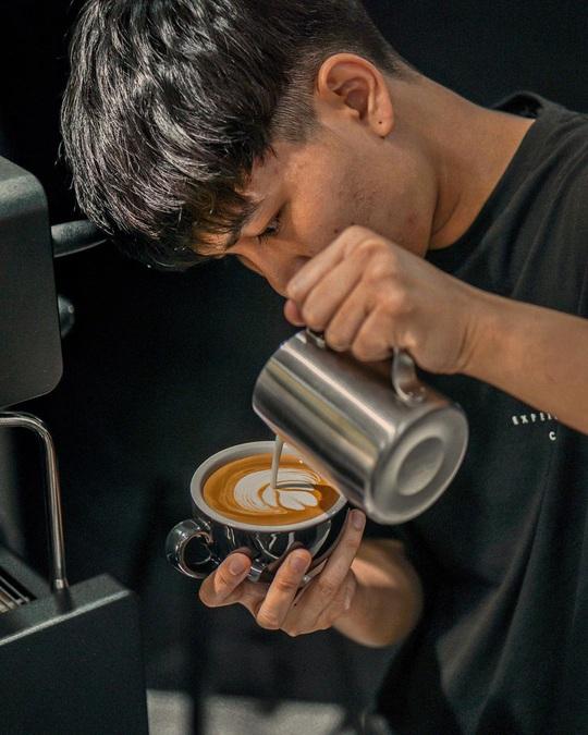 Món cà phê đựng trong ống tiêm ở Thái Lan - Ảnh 13.