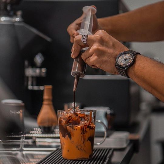 Món cà phê đựng trong ống tiêm ở Thái Lan - Ảnh 6.