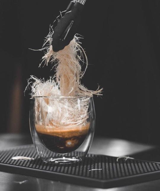 Món cà phê đựng trong ống tiêm ở Thái Lan - Ảnh 9.