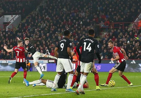 8 phút bùng nổ, Man United hòa cay đắng ở Sheffield - Ảnh 4.