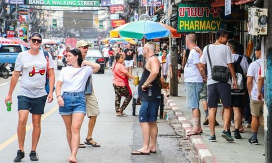 Châu Á đau đầu với du khách nước ngoài quỵt viện phí - Ảnh 1.