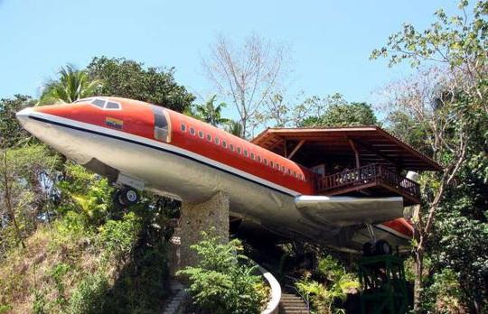 Những ngôi nhà độc đáo được chế tạo từ máy bay, tàu hỏa - Ảnh 13.