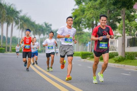 Gần 700 vận động viên tham gia chạy bộ gây quỹ từ thiện - Ảnh 1.