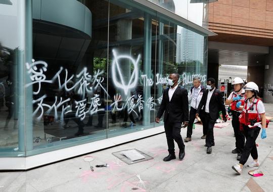 Hồng Kông thừa nhận dân chúng bất bình - Ảnh 1.