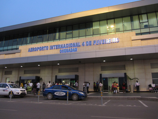 Cặp đôi người Việt bị bắt vì mang hơn 1 triệu USD lên máy bay - Ảnh 1.