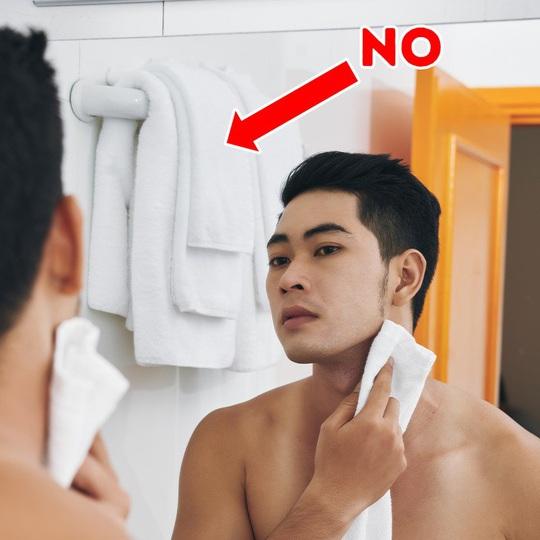 10 thói quen trong phòng tắm đang tàn phá sức khỏe bạn - Ảnh 7.