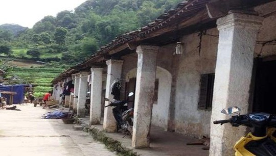 Độc đáo những ngôi nhà trình tường cổ xưa của người Dao - Ảnh 1.