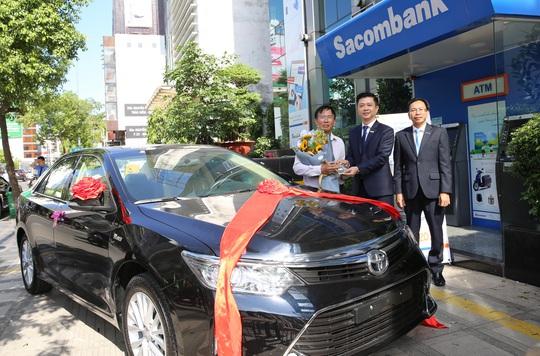 Gửi tiết kiệm, trúng ô tô trị giá gần 1 tỉ đồng - Ảnh 1.
