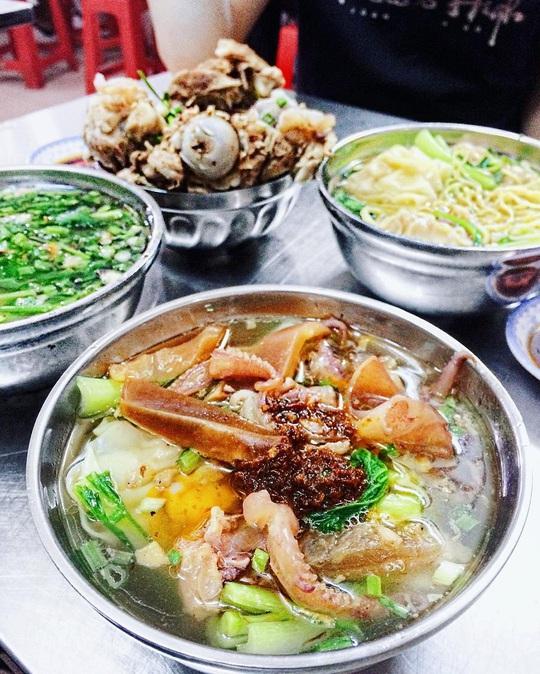 Những khu phố ẩm thực thu hút giới trẻ ở TP HCM - Ảnh 14.