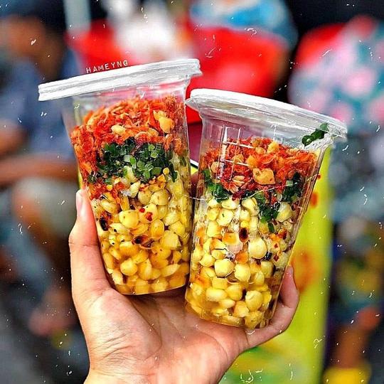 Những khu phố ẩm thực thu hút giới trẻ ở TP HCM - Ảnh 3.