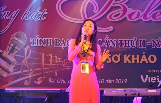Cụ ông 91 tuổi hát rất ngọt tại Hội thi Tiếng hát Bolero tỉnh Bạc Liêu - Ảnh 1.