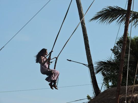 Clip: Đến Bali, đu đưa với tử thần - Ảnh 2.