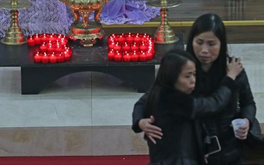 Người Việt tại Anh tưởng niệm 39 nạn nhân thiệt mạng trong container - Ảnh 1.