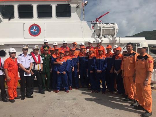 Tàu hàng bất ngờ chìm trên biển Quy Nhơn, thuyền trưởng tử nạn - Ảnh 2.