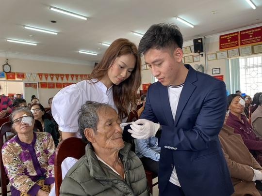 Dược Thuận Gia đem lại ánh sáng cho 1.350 bệnh nhân nghèo - Ảnh 1.