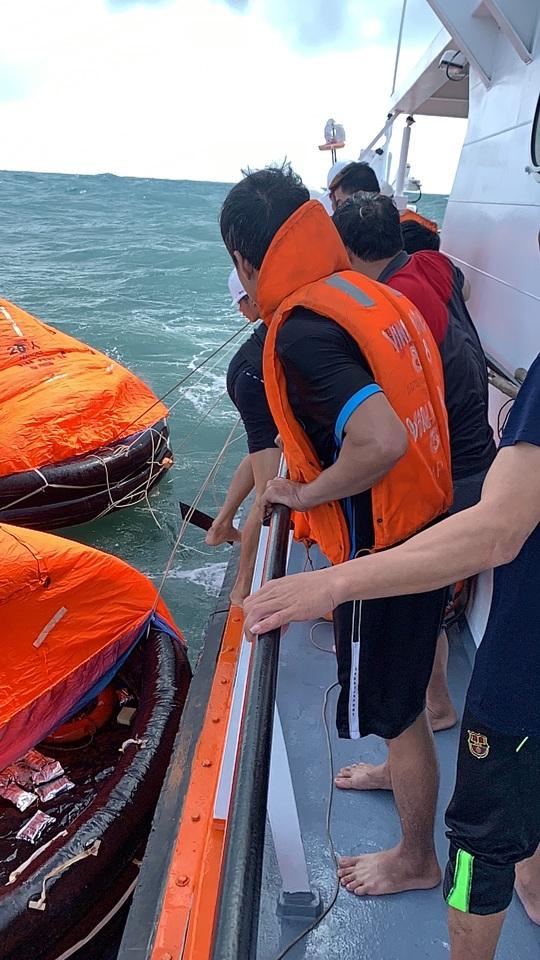 Tàu hàng bất ngờ chìm trên biển Quy Nhơn, thuyền trưởng tử nạn - Ảnh 1.