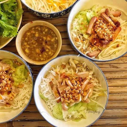 Những khu phố ẩm thực thu hút giới trẻ ở TP HCM - Ảnh 1.