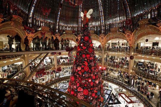 Choáng ngợp những cây thông Noel lung linh trên khắp thế giới - Ảnh 9.