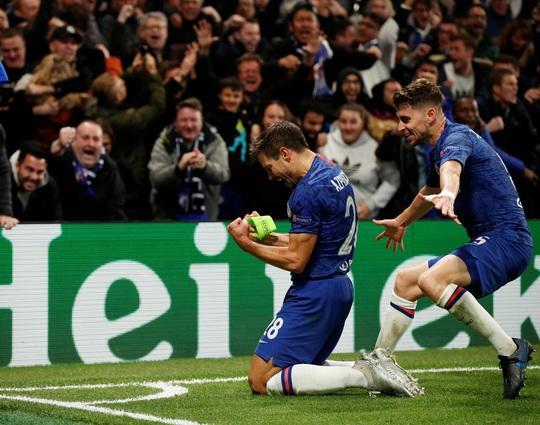 Trọng tài xuống tay 2 thẻ đỏ, Chelsea cầm hòa Ajax 8 bàn thắng - Ảnh 3.