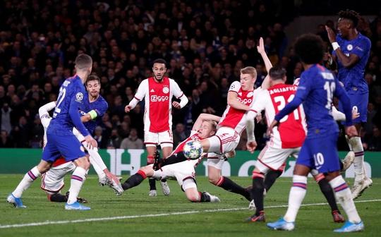 Trọng tài xuống tay 2 thẻ đỏ, Chelsea cầm hòa Ajax 8 bàn thắng - Ảnh 6.