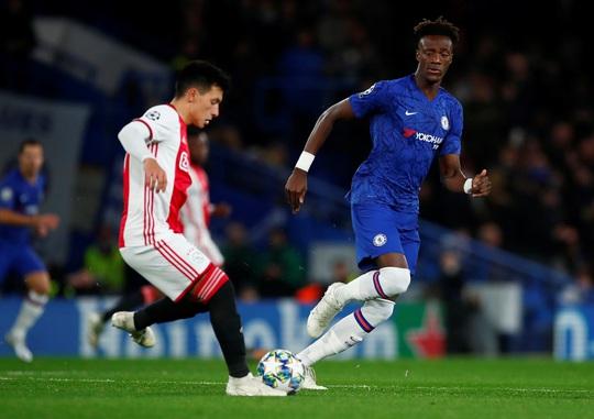 Trọng tài xuống tay 2 thẻ đỏ, Chelsea cầm hòa Ajax 8 bàn thắng - Ảnh 1.