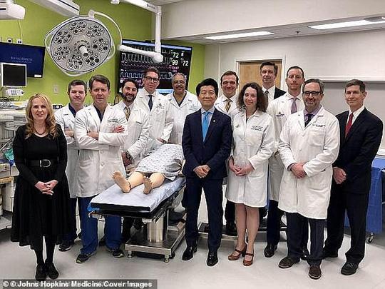 Ca ghép của quý chiếm trọn 14 giờ của 36 chuyên gia y tế Mỹ - Ảnh 2.