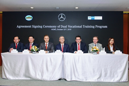 Mercedes-Benz Việt Nam đào tạo kỹ thuật viên ô tô - Ảnh 1.