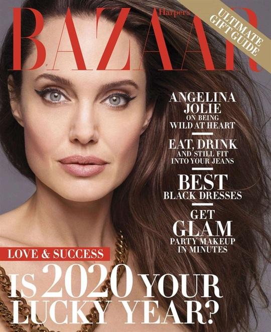 Angelina Jolie gây choáng với bộ ảnh nude ở tuổi 44 - Ảnh 6.