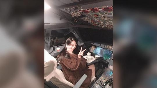 Phi công bị truy tố vì để bạn gái lái máy bay chở khách - Ảnh 2.