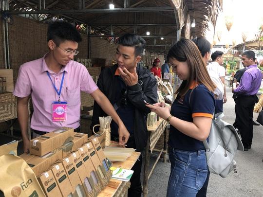 Cuối tuần đi chợ đặc sản Đồng Tháp ở siêu thị tại TP HCM - Ảnh 1.
