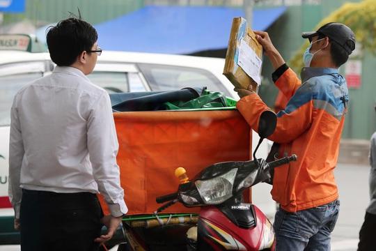 Thương mại điện tử đe dọa chợ, siêu thị - Ảnh 1.