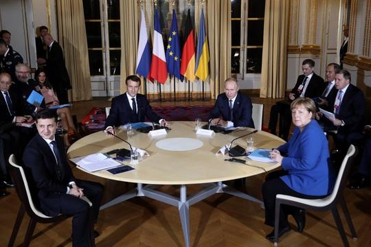 Vừa gặp mặt, ông Putin muốn đề nghị Ukraine sửa hiến pháp - Ảnh 1.