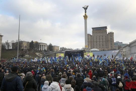 Vừa gặp mặt, ông Putin muốn đề nghị Ukraine sửa hiến pháp - Ảnh 3.