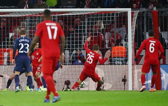 Tottenham thua đậm Bayern, Mourinho hẹn quyết đấu vòng knock-out - Ảnh 4.