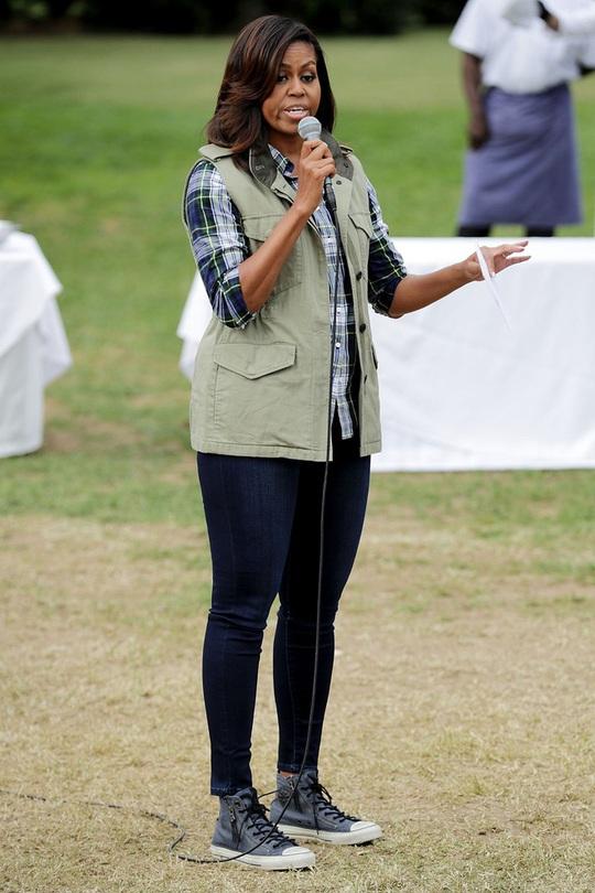 Mặc đồ đẹp như bà Michelle Obama dễ hay khó? - Ảnh 2.