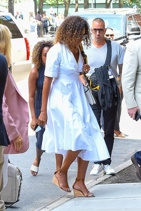 Mặc đồ đẹp như bà Michelle Obama dễ hay khó? - Ảnh 7.