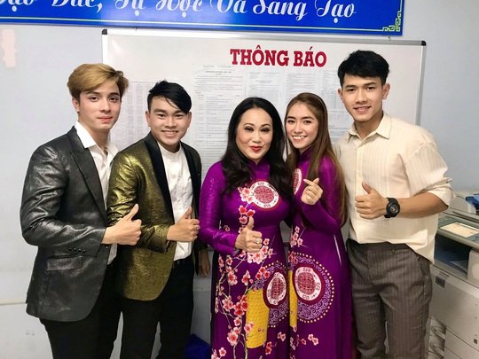 Nghệ sĩ Thanh Hằng xúc động vì học sinh yêu dân ca - Ảnh 3.
