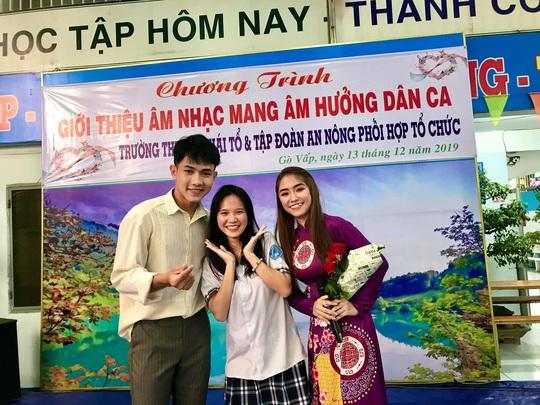 Nghệ sĩ Thanh Hằng xúc động vì học sinh yêu dân ca - Ảnh 8.